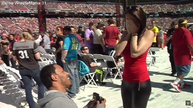 WrestleMania 31: Joven le pidió matrimonio a su novia durante el evento