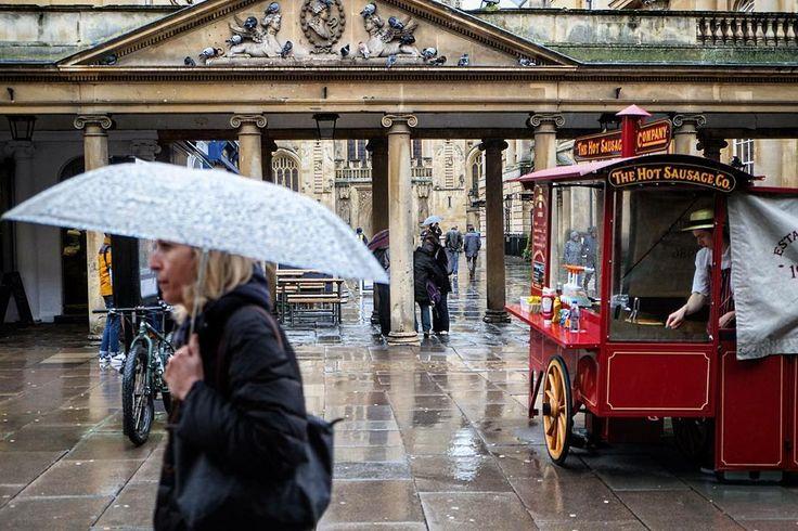 #hotdogstand on a #rainy #day in #Bath #england #greatbritain #romanbath #umbrella #allrightsreserved #photolarshorn