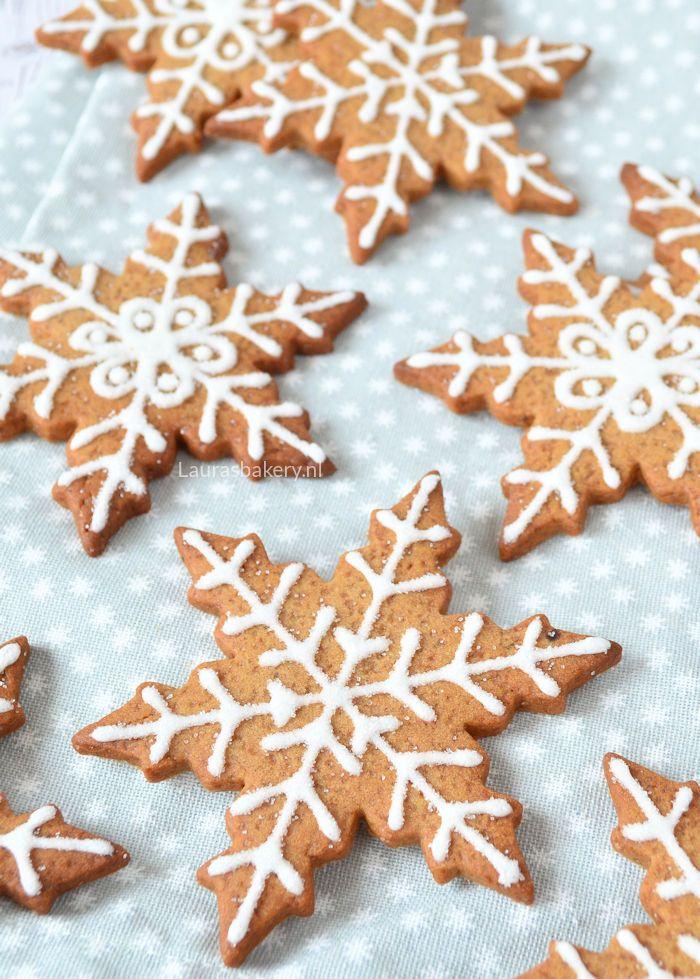 Al jaren stond het op mijn lijstje: gingerbread koekjes met enkel witte icing decoreren. Dit jaar kan ik het eindelijk doorstrepen. Ik maakte namelijk gingerbread sneeuwvlokken koekjes. Het patroon va