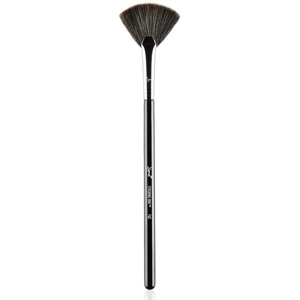 Sigma Beauty F42 - Strobing Fan Brush (€17) ❤ liked on Polyvore featuring beauty products, makeup, makeup tools, makeup brushes, no color, fan brush, sigma makeup brushes, fan makeup brush and sigma cosmetic brushes