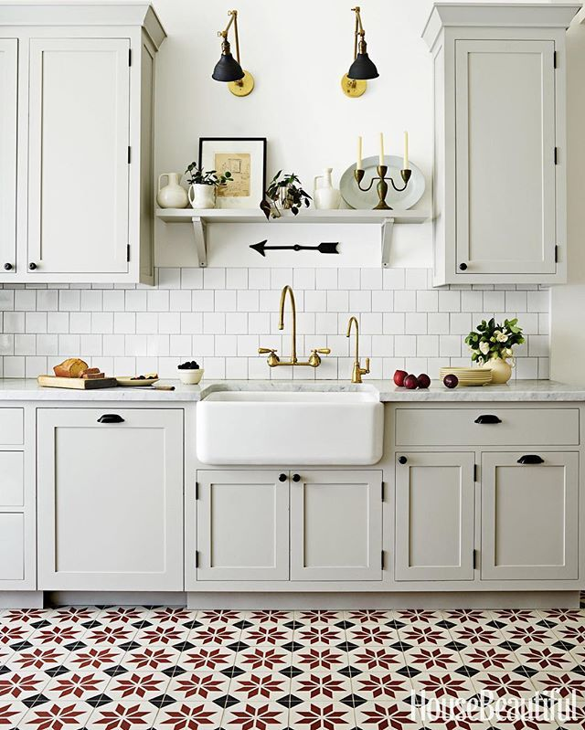 This amazing kitchen remodel in San Francisco by @grantkgibson was recently featured in @housebeautiful. The kitchen, full of old-world details, features a custom version of our Estrella Antigua pattern. We can customize any pattern in colors of your choi