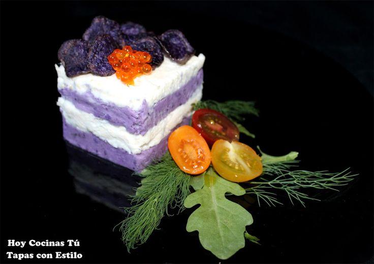 Esta receta de Milhojas de patata violeta y brandada de bacalao se presenta como una tapa, pero también puede ser un entrante ideal para una comida festival, es una buena propuesta para tener en cuenta al organizar el menú de Navidad.