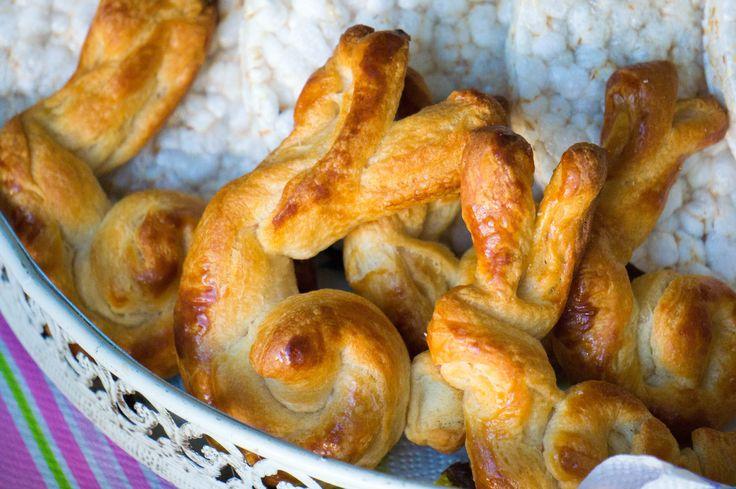 Bij het paasontbijt horen lekkere luxe broodjes zoals croissantjes. Waarom dan geen paashaas croissants voor bij het paasontbijt.