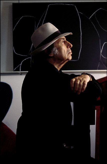 Ferdinando Scianna ITALY, TURIN: italian advertiser Armando TESTA in his studio