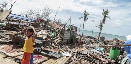"""Eine Benefizmatinee Berliner Künstler für die Opfer des Taifuns """"Haiyan"""" auf den Philippinen"""
