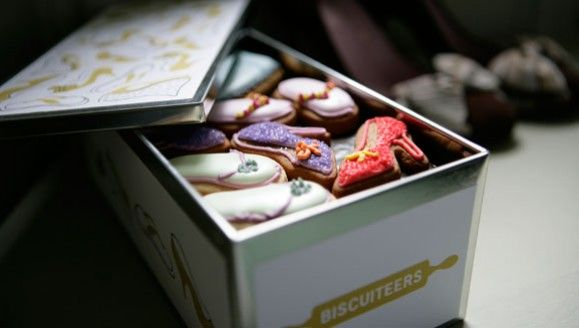 Someone please buy me some Biscuiteers biscuits!!