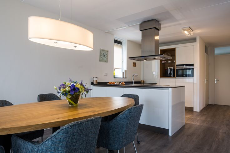 Prachtige keuken met hoogglans HPL van Kats van hout. Een mooie interieur gecreëerd.