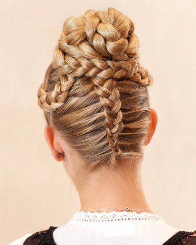 11 best oktoberfest hairstyle images on pinterest hairstyles braids and dirndl. Black Bedroom Furniture Sets. Home Design Ideas