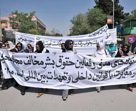 Adultera fucilata La protesta delle donne afghane-FOTOGALLERY- LASTAMPA.it
