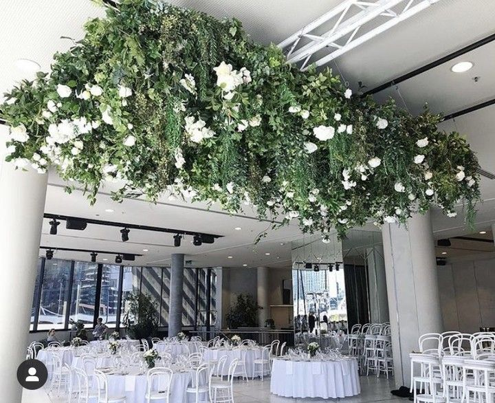 For The Environmentally Friendly Couple Faux Or Dried Flowers Are A Nifty Way To Save The Planet Without Compromis In 2020 Dried Flowers Wedding Stylist Fresh Flowers