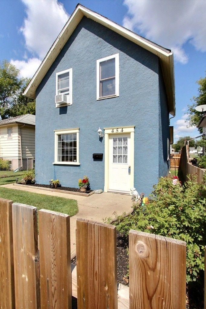 New Listing! 454 8th Street East $117,500 MLS® Jesse Honch - REALTOR® (306)960-5507 Coldwell Banker ResCom Realty PA Prince Albert, SK