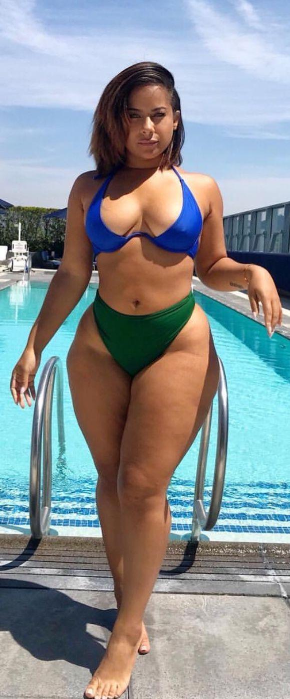 Nude hembra caderas anchas curvas