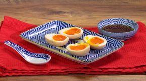 Ricetta Uova sode morbide alla giapponese: Queste uova sono molto, molto particolari e sono elemento imprescindibile nel famoso ramen giapponese, in particolare quello di Yokohama chiamato nello specifico le-kei. Il ramen è un piatto composito, è costituito principlamente dalle tagliatelle di frumento presentate in brodo di carne o pesce.