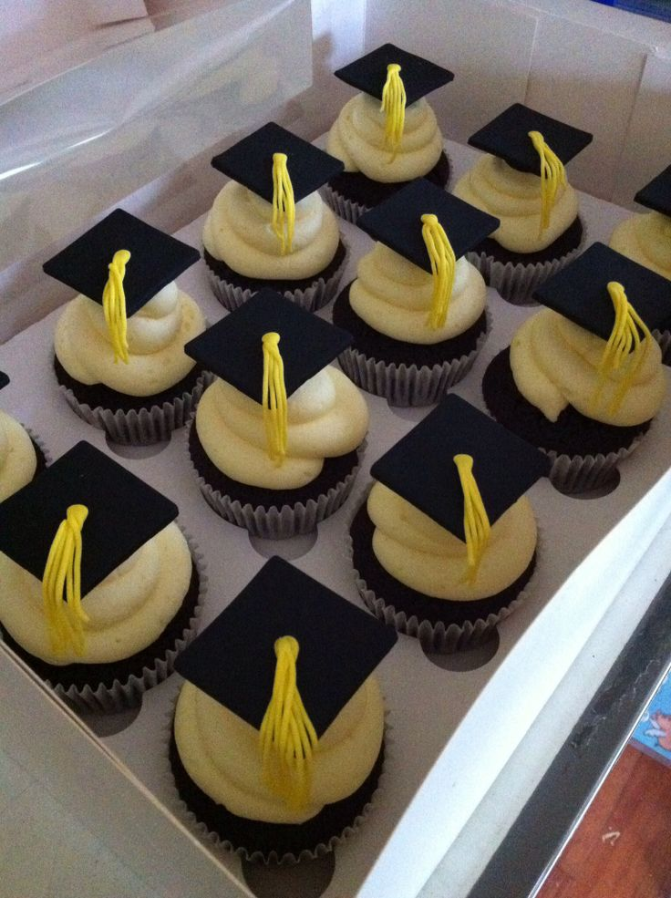Graduation cup cakes
