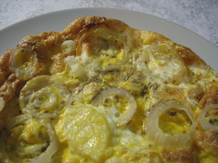 Tortilla con patate e cipolle, cotta con la funzione crisp del microonde