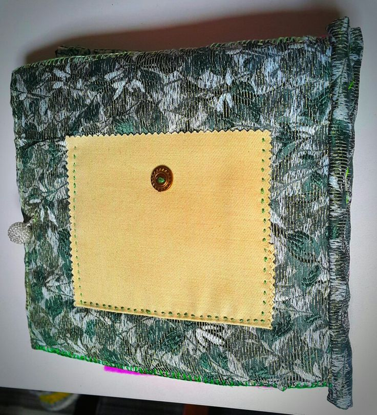 Needle book - back cover with small pocket