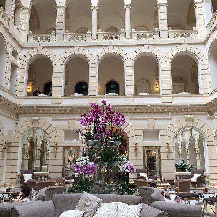 My home for the weekend 💗 #budapest #boscolobudapest #travel #lobby #atrium #design