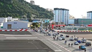 The Amazing World : Gibraltar International Airport (Most Extreme Airp...
