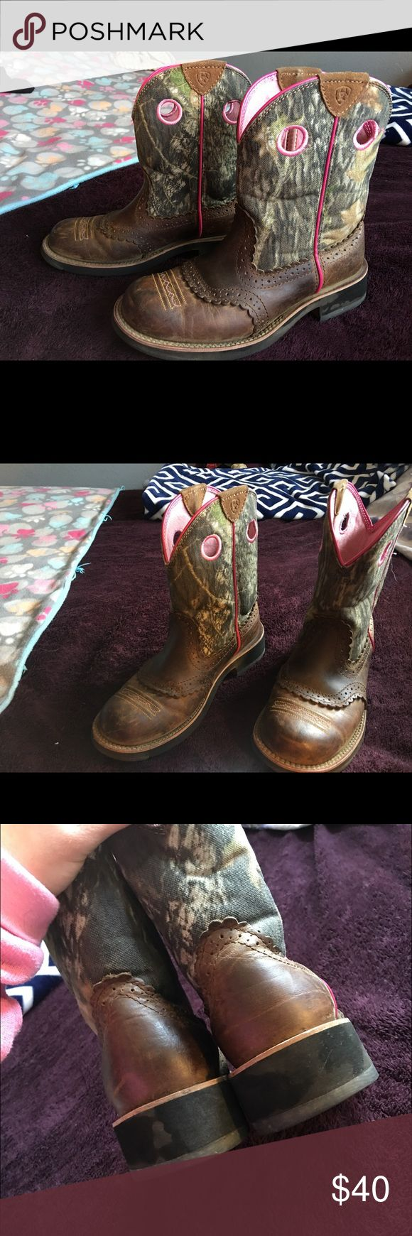 ARIAT BOOTS Size 8B • camo and pink • square toe • good condition • Ariat Shoes