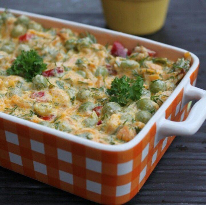 Havuçlu yoğurt soslu bezelye salatası