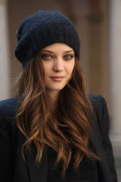 Hair; long, sexy, winter style. Brown with highlights I need a fat wand. My hair needs to lookalike this. I love her hat too!