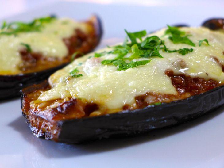 Greek stuffed Eggplant recipe (Melitzanes Papoutsakia)