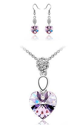 Largo de la cadena: 45 cm. Tanto el collar como el arete tiene incrustaciones de cristales.