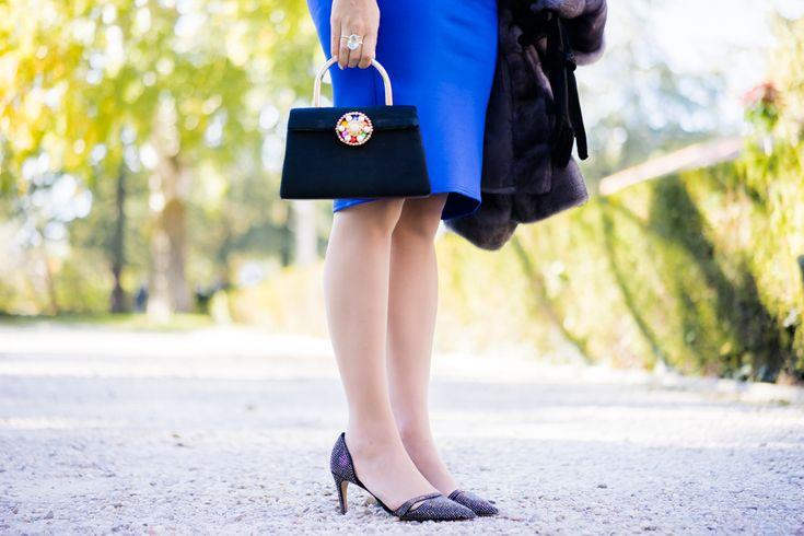 Look de boda de día premamá Invitada perfecta azul Vestido/Dress: Asos Maternity Tocado/Floral crown: Cinturones de Flores Guantes/Gloves: El Corte Ingles Medias premamá/Maternity tights: H&M Bolso/Bag: Vintage Zapatos/Shoes: Zara