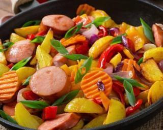 Poêlée minceur de légumes à la saucisse fumée : http://www.fourchette-et-bikini.fr/recettes/recettes-minceur/poelee-minceur-de-legumes-la-saucisse-fumee.html