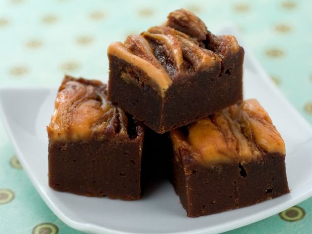 2 cups canned pure pumpkin 1 (18.3-ounce) box fudge brownie mix 2 tablespoons light chocolate syrup 2 tablespoons reduced-fat  peanut butter, softened