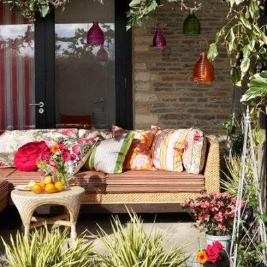 Havalar ısındı, artık evlerde kapalı kalmayalım. Bahçeniz, balkonunuz varsa, hadi çıkın dışarı, bahçeye yayılalım.