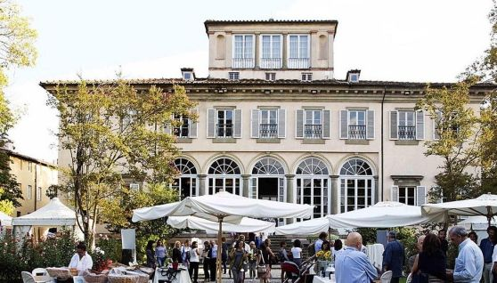 LUCCA.   Una finestra aperta sull'artigianato di qualità, sull'eleganza nella moda, sia essa abbigliamento o accessori. Un salotto rinascimentale nel cuore di Lucca, animato da manufatti unici, tutti...