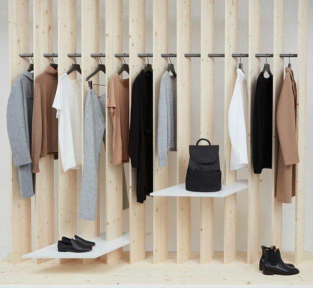 WEBSTA @ visualmerchandisingdaily - Stylish Basics #visualmerchandising #visualmerchandiser #retaildisplay #minimalist #vmdaily Via @feemarra_