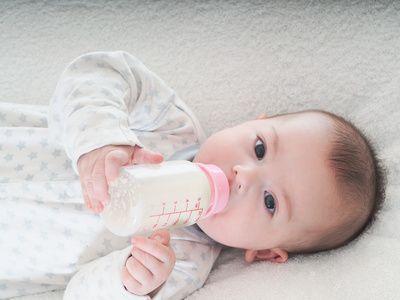 A sa naissance vous avez allaité bébé exclusivement au sein. Maintenant que quelques semaines ou quelques mois sont passés vous pensez à sevrer bébé pour passer à l'alimentation artificielle. Cette étape importante doit répondre à quelques exigences pour qu'elle ne brusque ni vous ni bébé. Moispourmoi vous propose quelques conseils pour un sevrage tout en douceur… En savoir plus sur http://www.mois-pour-moi.fr/comment-sevrer-bebe/#giRCxEpPPSUcio2Y.99