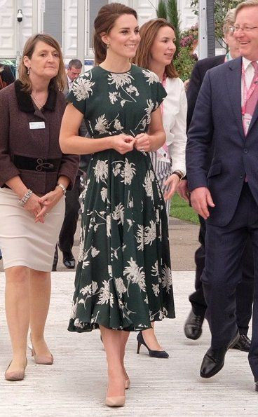 Catherine, Duchess of Cambridge visited the RHS Chelsea Flower Show 2017 at the Royal Hospital Chelsea in London. The RHS Chelsea Flower Show, sponsored by M&G Investments, is the place to see cutting-edge garden design, new plants and find ideas to take home.