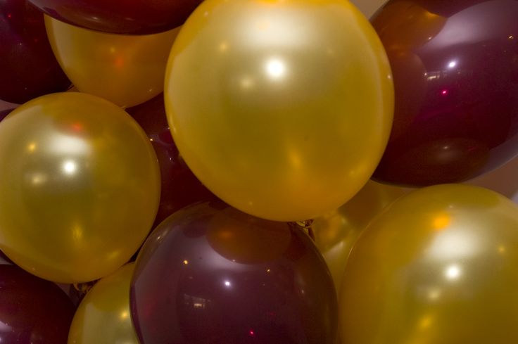 Nothing better than maroon and gold balloons umn for Balloon decoration color combinations