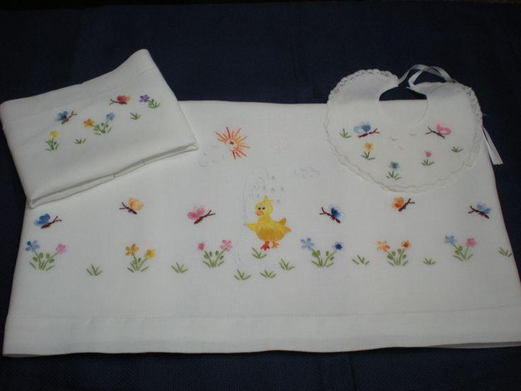 lenzuolino di lino ricamato e rifinito a mano by Carmen Matarazzo...