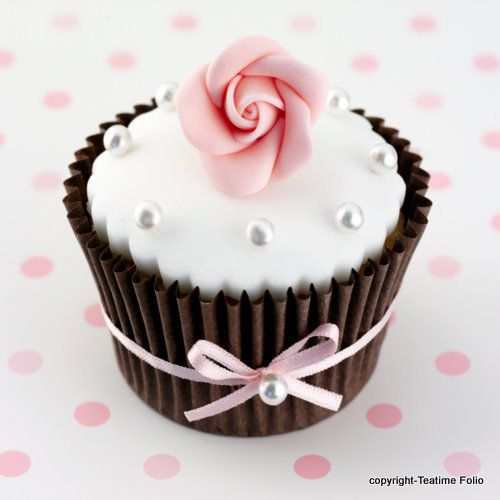 pretty chocolate cup with rose: Flowers Cupcakes, Pretty Cupcakes, Baby Shower Cupcakes, Wedding Cupcakes, Chocolates Cupcakes, Rose Cupcakes, Pink Cupcakes, Cupcakes Creations, Cups Cakes