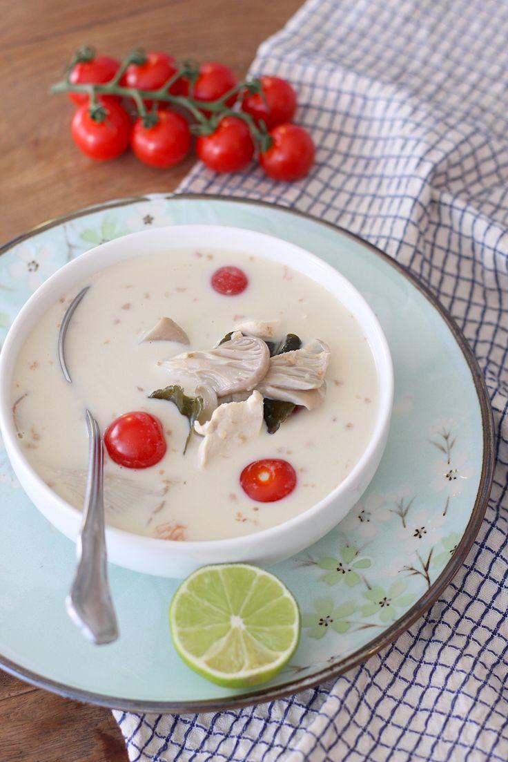 Het kwam mede door de liters tom kha kai die ik at, dat ik weer beter werd na de griep. Daarom vond ik het tijd worden om een eigen recept te maken. Voor jullie, en voor mezelf ;-)     http://www.francescakookt.nl/thaise-tom-kha-kai-kokos-laos-en-kip/