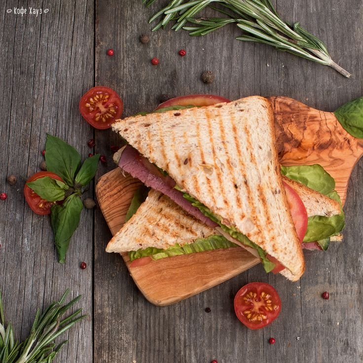 Если любишь сочные и вкусные бутерброды с мясом, зеленью и овощами, то зачем отказываться от них в обед? Можно взять Сэндвич-ланч.  За 275 рублей вместе с напитком и супом (или салатом) вы можете выбрать один из этих аппетитных «бутербродов»:  • чикен-сэндвич; • сэндвич с телятиной; • тортилья с курицей; • тортилья с тунцом; • кесадилья со шпитаном.  #кофехауз #сэндвич #ланч