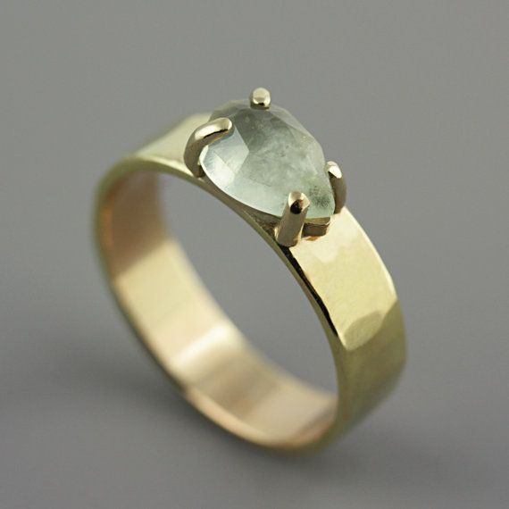 Hammered White Gold Ring with Prehnite - Green Stone Ring - Pear Shaped Stone…