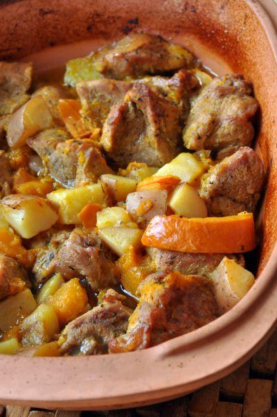 Epaule de veau aux épices, pommes de terre et potimarron, cuisson en Romertopf