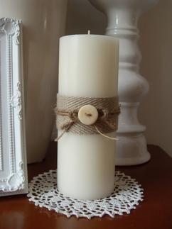 2 ideetjes voor versierde kaarsen.   Denk er wel om dat je ze puur voor de sier kunt gebruiken en NIET aan kunt steken (of hooguit een klein stukje om hem iets verweerder eruit te laten zien)