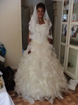 Robe de mariée corset, jupe vague d'organza, longue traîne www.portez-vos-idees.com