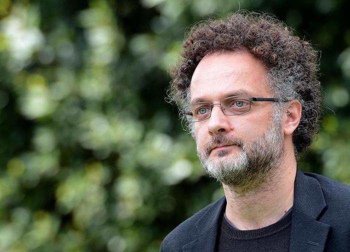 """I farmaci tra truffe, corruzione e soldi: """"Il venditore di medicine"""" , il regista Antonio Morabito"""