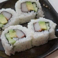 Mak­ing Sushi — Cal­i­for­nia RollRolls Classic, Sushi Rolls Recipe, California Rolls, Yummy Food, Sushi Daddy, California Sushi Rolls, How To, American Sushi, Sushi Roll Recipes