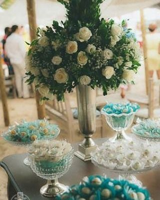Forminhas de doces tiffany branca com formatos e estilos diferentes pra deixar a mesa ainda mais charmosa.  Tudo feito pela equipe do @ateliehart que a gente ama demais o trabalho.  Orçamentos:  ateliehart@gmail.com no telefone (31) 99291-2369 ou no instagram @ateliehart  #ateliêhart #guiaceub #ceub #casaréumbarato #casamento #wedding #doces #forminhadedoces #docesdecasamento #formas #forminhas #delícia #bemcasado #embalagens #embalagenspersonalizadas #forminhapersonalizada