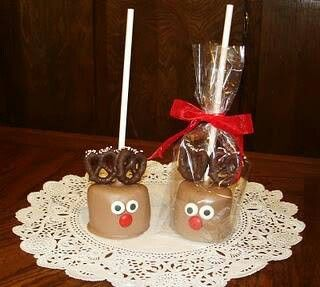 Reindeer pops. These quick Christmas treats are super easy to make. All you need is mini pretzels, melted chocolate, marshmallows, eye candy and lollypop sticks