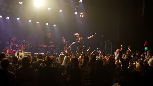Rasmus Seebach på scenen på Skråen i Aalborg til ANR's eksklusive koncert.