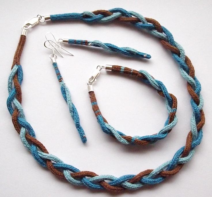 Triple Braiding Necklace, Earring and Bracelet Set/Conjunto de collar, aros y pulsera triple trenzado